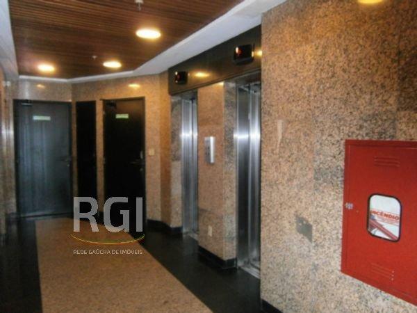 CONJUNTO/SALA, BAIRRO AUXILIADORA E, PORTO ALEGREExcelente conjunto comercial em prédio de esquina, 115,59 m² de área privativa, portaria 24 horas, 02 elevadores, 01 vaga de garagem escriturada. Ótima opção para investimento  e locação.